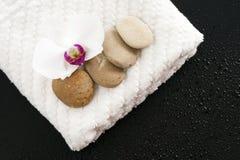 kwiatu storczykowi otoczaków ręczniki Obrazy Stock