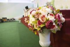 Kwiaty - dekoracja konferencja lub pokój konferencyjny zdjęcie royalty free