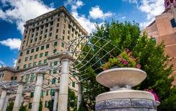 Kwiaty i Buncombe okręgu administracyjnego gmach sądu w Asheville, Północny Caro Obrazy Royalty Free