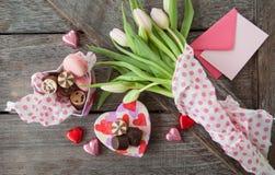 Kwiaty I czekolady Zdjęcia Royalty Free