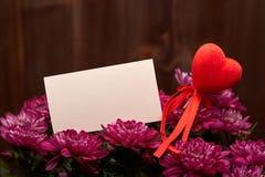 Kwiaty i czerwieni serca to walentynki dni Zdjęcie Royalty Free