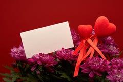 Kwiaty i czerwieni serca to walentynki dni Obraz Stock