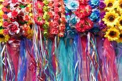 Kwiaty i faborki zamykają w górę włosianych knick drygów obrazy stock