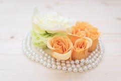 Kwiaty i perła składu zakończenie up Obraz Royalty Free