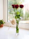 Kwiaty i zegar Zdjęcia Royalty Free