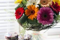 Kwiaty na nadokiennej fotografii Obrazy Royalty Free
