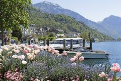 Kwiaty ozdabiają linię brzegową Weggis Zdjęcie Royalty Free