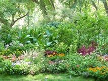 Kwiaty przy parkiem Zdjęcia Royalty Free