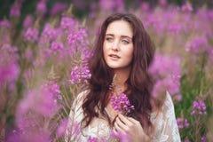 kwiaty różowią kobiet potomstwa Fotografia Stock