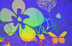 Kwiaty, serca, motyl nad purpurowym tłem hologram Zdjęcia Stock