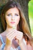 kwiaty target2894_1_ wiosna parkowej kobiety zdjęcie stock