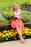 kwiaty target657_1_ kobiety młody Obrazy Stock