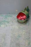 Kwiaty w fishงs usta wazie Obraz Stock