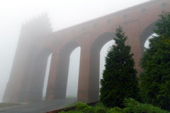Kwidzyn城堡曲拱在有雾的日 免版税图库摄影