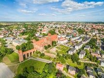 Kwidzyn-Vogelperspektive Stadtlandschaft gesehen von der Luft mit dem Schloss und der Kathedrale von Überziehschutzanlage john Stockfotos