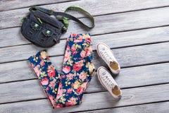 Kwieciści wzorów spodnia, torba i Fotografia Royalty Free
