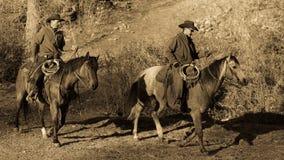 KWIECIEŃ 22, 2017, RIDGWAY KOLORADO: Kowboje jadą konia na Centennial rancho, Ridgway, Kolorado - bydło rancho posiadać Vince Kot Fotografia Royalty Free