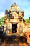 Kwiecień 15, 2017 Tajlandia świątynia budował według Hinduskich wiar - Sa Kaeo prowincja - Zwiedzający ` Prasat Sadok Kok Thom `  Obrazy Royalty Free