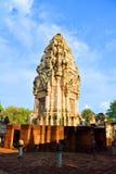 Kwiecień 15, 2017 Tajlandia świątynia budował według Hinduskich wiar - Sa Kaeo prowincja - Zwiedzający ` Prasat Sadok Kok Thom `  Fotografia Royalty Free