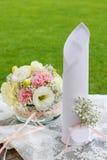 Kwiecista dekoracja z goździka i eustoma kwiatami Obraz Royalty Free
