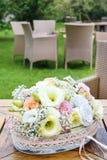 Kwiecista dekoracja z goździka i eustoma kwiatami Obraz Stock