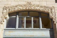 Kwiecista ornamentacja na powierzchowności Philcade budynek w Tulsa, OK zdjęcie royalty free