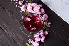 Kwiecista rama z herbacianą filiżanką Obrazy Stock