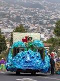 Kwiecisty pławik przy madera kwiatu festiwalu paradą, Funchal, madera, Portugalia zdjęcie stock