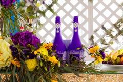 Kwiecisty przygotowania dekorować ślubną ucztę panny młodej, i Zdjęcie Royalty Free