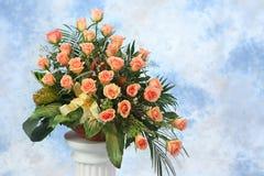 Kwiecisty przygotowania, róże w bukiecie obraz royalty free