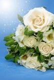 Kwiecisty skład z białymi różami i lelujami Zdjęcie Royalty Free
