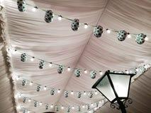 Kwietnia budka dachu Uczciwi lampiony i światła Zdjęcie Royalty Free