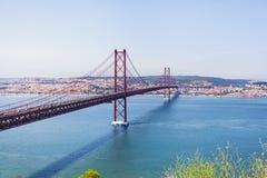 25 Kwietnia Lizbońskiego most panorama Zdjęcie Stock