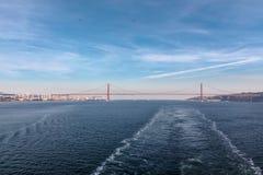 25 Kwietnia most Chrystus królewiątko zabytek Fotografia Stock
