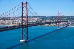 """25 Kwietnia mostu †""""zawieszenie most nad Tegus rzeką (Ponte 25 De Abril) lisbon Portugalia zdjęcie royalty free"""