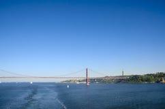 Kwietnia 2th Chrystus i most królewiątko statua, Lisbon Portugalia Fotografia Royalty Free