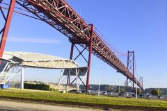 Kwietnia 25th most nad Tago rzeką w Lisbon Obrazy Royalty Free