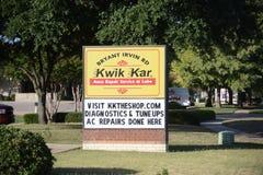 Kwik Kar Auto Repair Service och Lube arkivbilder