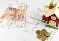 Kwit dla użyteczność, domu i pieniądze na białym tle, obrazy stock