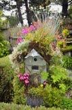 Kwitnący Birdhouse zdjęcie stock