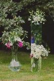 Kwitnie dekoracje dla ślubnej ceremonii Fotografia Royalty Free