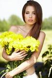 kwitnie dziewczyny kolor żółty potomstwa Zdjęcie Royalty Free