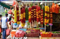 Kwitnie girlandy i kosz kwiat używać dla hinduism religii Fotografia Stock