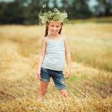 kwitnie małego dziewczyna wianek Zdjęcie Royalty Free