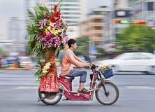 Kwitnie transport na elektrycznym rowerze, Kunming, porcelana Zdjęcia Royalty Free