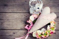 Kwitnie wianek, dekoracyjnego serce i dekoracyjnego lampion z cand, Obraz Royalty Free