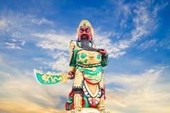 Kwnao de statue sur le fond de ciel, légende chinoise de la stat du dieu photos libres de droits