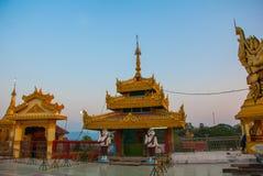 Kyaik Tan Lan 老Moulmein塔 毛淡棉,缅甸 缅甸 库存照片