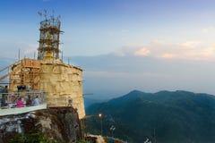 Kyaikhtiyo塔的整修 库存照片