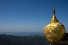 Kyaikhtiyo, χρυσός βράχος, το Μιανμάρ Στοκ Εικόνες